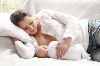 Houdingen for Baby op zij slapen kussen
