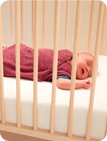 Slapen for Baby op zij slapen kussen